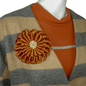 brown cowl neck blouse, oversize coat, xl flower shaped brooch buy online www.axelles-fashion.com