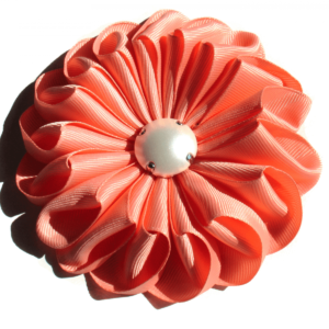 www.axelles-fashion.com coral red 11 cm large cloth brooche trend 2019