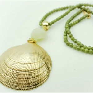 Long necklace with gold scallop shell earrings, designer Axelles, buy online, kopen, kupit.