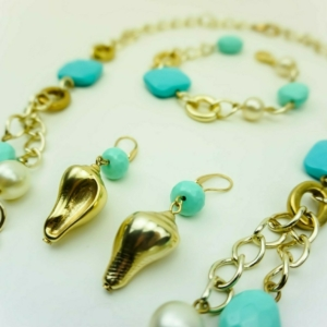 Layered chain necklace with turquoise and pearls, shell earrings, bracelet, designers Axelles