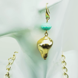 Layered chain necklace with turquoise and pearls, shell earrings, designers Axelles