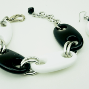 Black & white chain bracelet buy exclusive online www.axelles-fashion.com ref 13718-A-198A