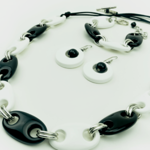 Black & white chain resin bracelet.necklace,earrings,set.present. gift. buy exclusive online.kopen.kupit. www.axelles-fashion.com