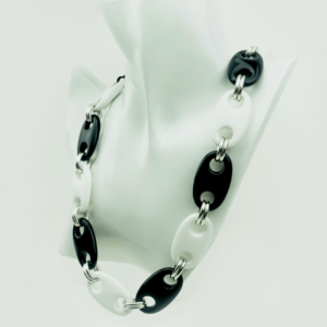 Black & white chain necklace buy exclusive online,kopen,kupit, www.axelles-fashion.com