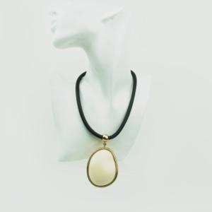 Модное колье c массивным камнем кулоном-Stylish necklace with large stone designed Axelles