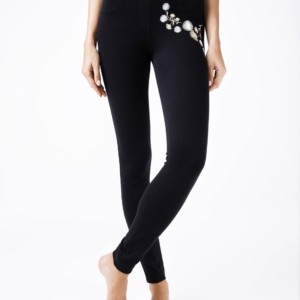 Dames leggings bloemen geborduurd 3D /  Women's leggings embroidery flowers Model: FLORES, article-18C-556TCP, #AxellesFashion.