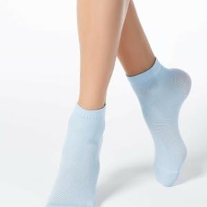 Sneaker sokken ingeweven patroon. Nieuw stijltrend: sokken plus hakken, lichtblauw, 17C-121CP (131), Axelles