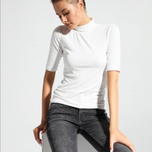 Basic coltrui rib met korte mouwen in viscose, wit, LD 1031, zwarte jeans gebleached, Axelles-Fashion
