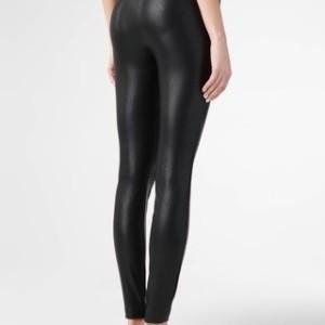 Skinny fit broek leren-look, 19c-853tcp, zwart, black, achterkant, Axelles