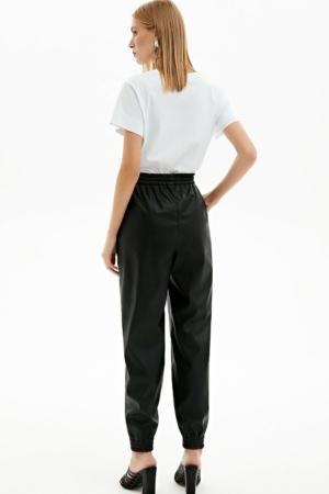 Eco-leder broek, elastische tailleband, tapered-fit, zwart, achterkant, AXELLES